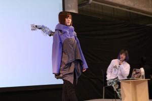 「METCALF clione(メカフクリオネ)」を装着した山藤さん