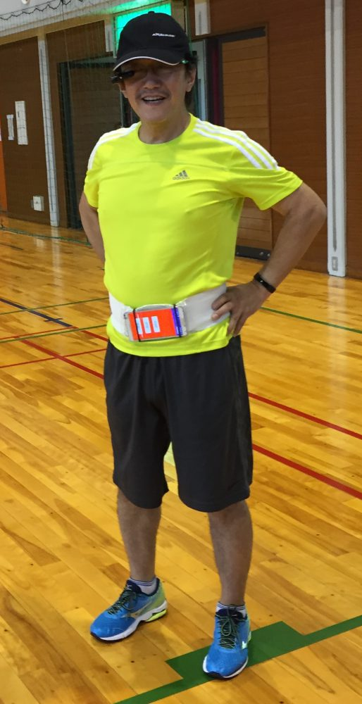 ウェアラブルスポーツで一時停止している塚本先生