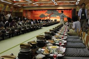 整然と並ぶ夕食たち